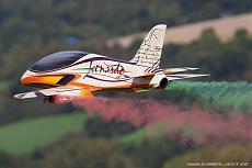 Leonardo Sport Jet: l'arte di volare con lo stile italiano-volo-con-fumi.jpg