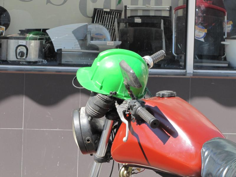 Casques de motards à MZ : Cuba 187375d1391373133-cuba-cronache-motor-cultural-curiose-img_8868