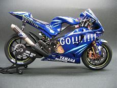 "Foto dettagli yamaha M1 Rossi 2004 versioni ""Go!!!"" e ""Gauloises""-m14.jpg"
