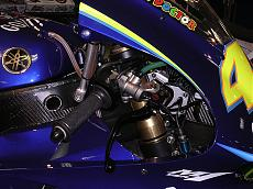 "Foto dettagli yamaha M1 Rossi 2004 versioni ""Go!!!"" e ""Gauloises""-m-1-8.jpg"