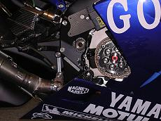 "Foto dettagli yamaha M1 Rossi 2004 versioni ""Go!!!"" e ""Gauloises""-m-1-10.jpg"