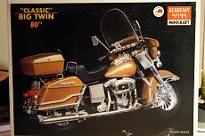 Harley Davidson FLH classic 1/10 Academy-img_2914.jpg