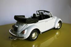 VW Beetle Cabriolet 1970 Maggiolino - Revell 1:24-7.jpg