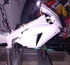 [MOTO] Repsol Honda rc211v  '06 + topstudio detail-micro-close.jpg