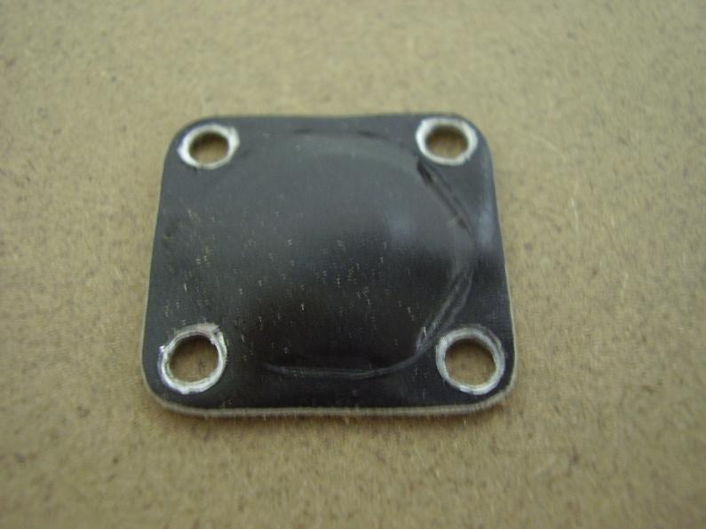 Carter autocostruito Da un foglio di alluminio mi son ricavato questo carterino, per proteggere il tappo carter dalla sporcizia.